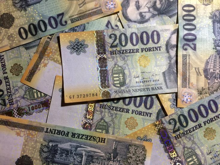 Történelmi mélyponton a forint: már 332 forint közelében jár az euró!