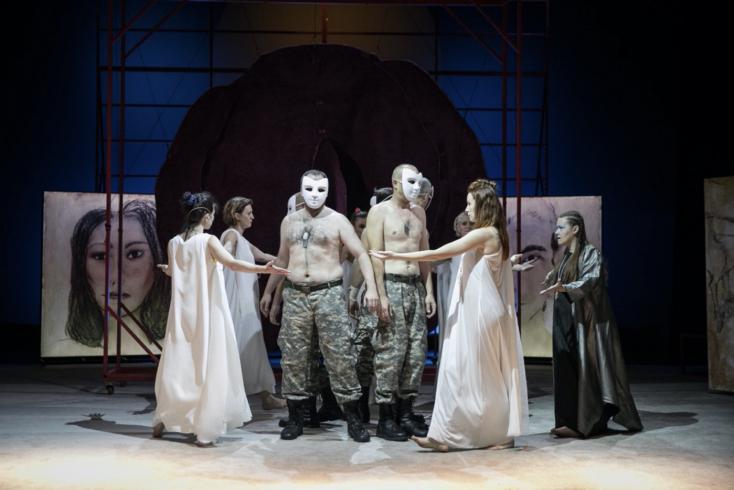 Új évadja első bemutatójának valamennyi bérletes előadását lejátssza a hétvégén a Komáromi Jókai Színház