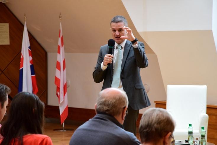 A régiókban a jövő? – Új tevékenységi körrel bővül a Bél Mátyás Intézet munkája