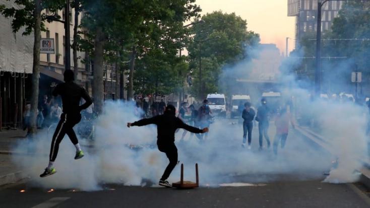 Több mint 20 ezren tüntettek a rendőri erőszak és a rasszizmus ellen Párizsban - VIDEÓ