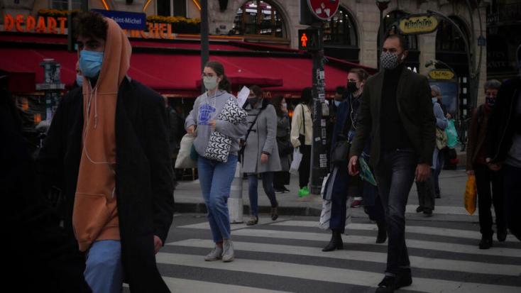 A franciák szerint az új Covid-mutációk ellen már nem elég a textilmaszk