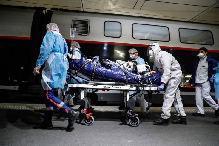 KORONAVÍRUS: 6500 felett a halottak száma Franciaországban, egy nap alatt közel 600-an haltak meg