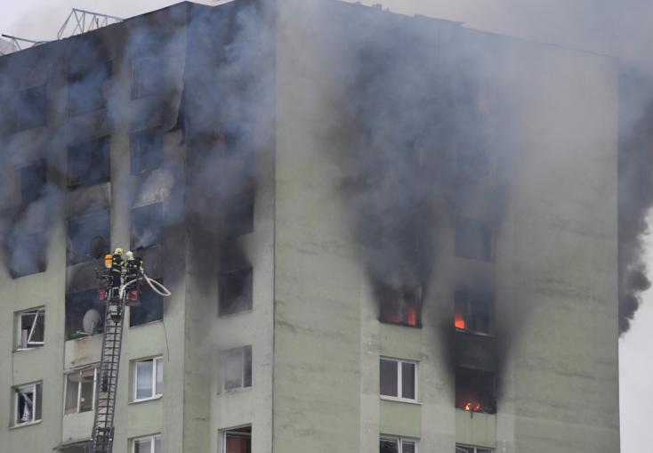 Erős gázszagot éreztek a tömbház lakói a robbanás előtt, munkálatok zajlottak az épület mellett