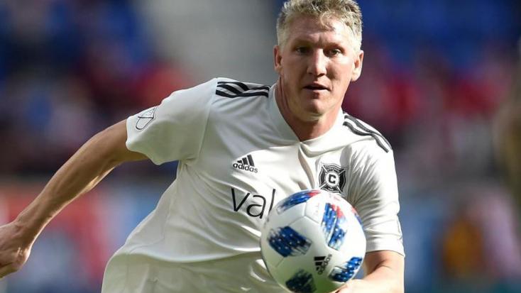 Szögre akasztja a focicsukát Bastian Schweinsteiger