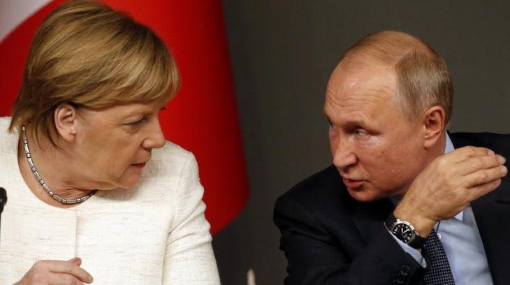 Putyin és Merkel a koronavírus-járvány elleni küzdelemről és az olajpiacról tárgyalt