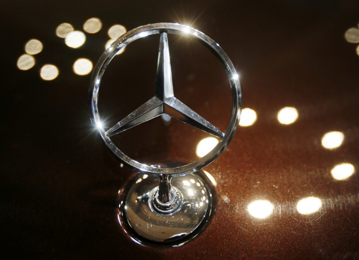 Több mint hárommillió Mercedest hívnak vissza