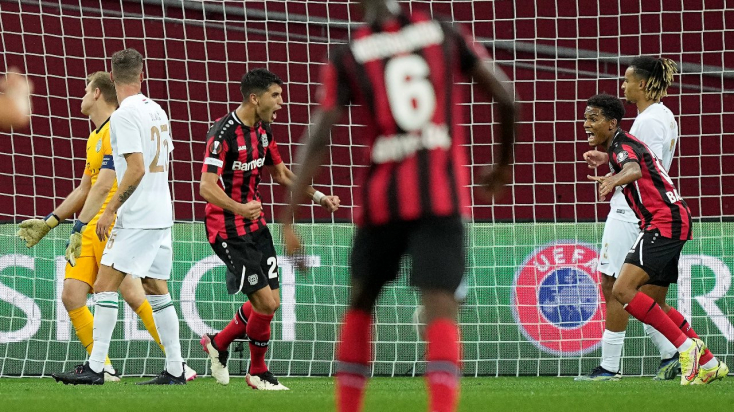 Európa-liga: A Fradi kikapott, Szalaiék döntetleneztek, Özil góllal tért vissza