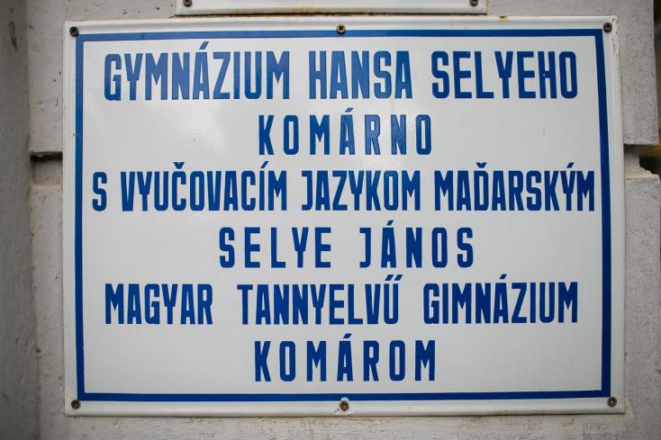 A koronavírus-fertőzések miatt péntekig igazgatói szabadot rendeltek el a komáromi Selye gimiben!