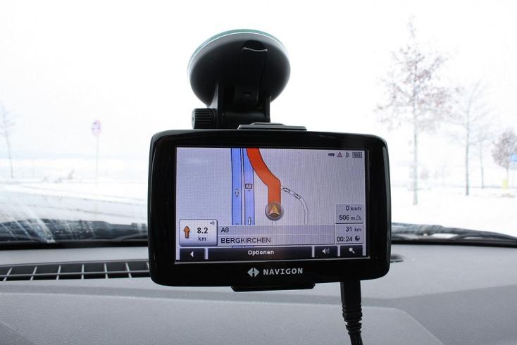 Vakon hitt a GPS-ének, az meg belenavigálta a sofőrt egy hajócsatornába