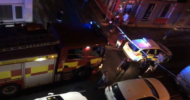 Autóval rontott egy éjszakai klubba Nagy-Britanniában egy férfi
