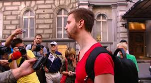 Fogva tartanak Budapesten egy tüntetőt, mert tegnap lefröcskölte festékkel a zsarukat