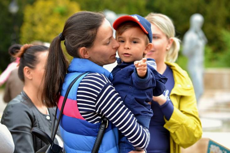 Az iskola- és óvodabezárás teljes idejére jár a szülőnek a gondozási díj