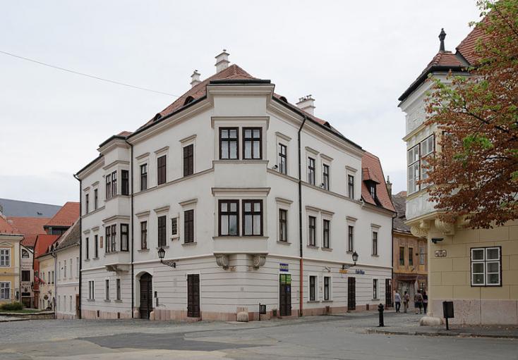 Győrben a nyakat is elvághatják, ha zsarolásra kerül sor