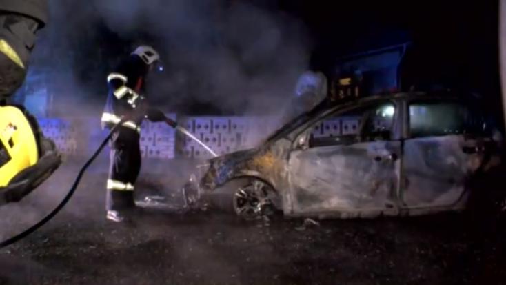 Bosszúból gyújthatták fel a rendőr autóját