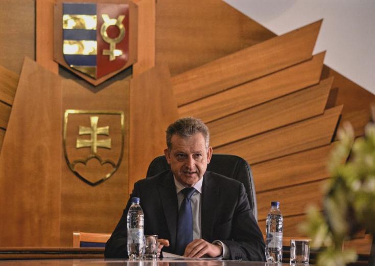 Hájos: Megértem Ravasz Ábelt, hogy egy MKP-s polgármester munkáját nem dicsérheti