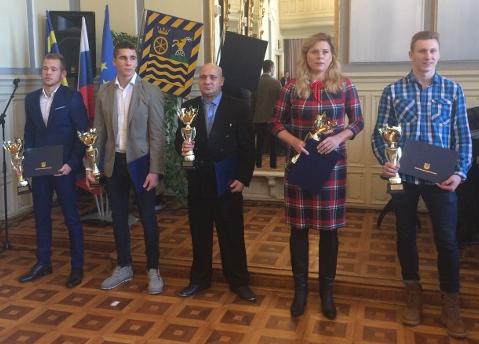 Dunaszerdahelyi középiskolások a megye legjobb sportolói között