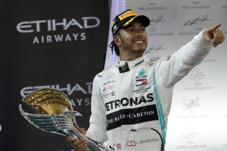 Forma-1: A nemzetközi sajtó Lewis Hamiltont dicsőíti