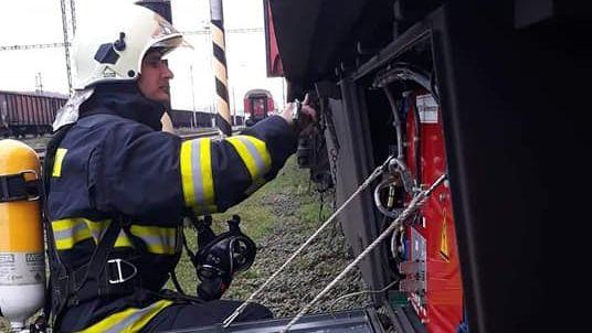 Füstölt a RegioJet szerelvénye, tűzoltókat riasztottak az állomásra