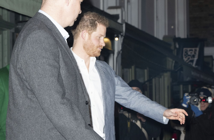 Elege van a brit hercegnek a sajtóból, kísérti őt anyja, Diana hercegnő emléke
