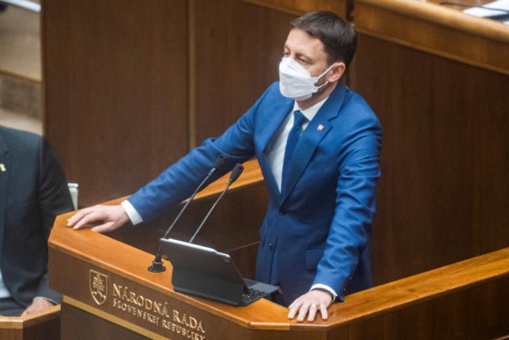 Közel félmilliárd euróba került eddig a tesztelés, Heger viszont a 400 ezer fertőzöttel védekezik