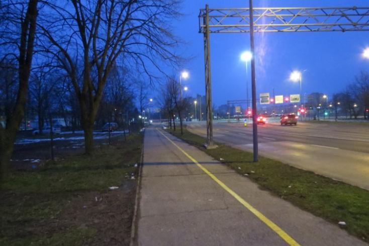 ERŐSZAK: Lefogták a fiatal lányt az utcán, meg akarták támadni Győrben