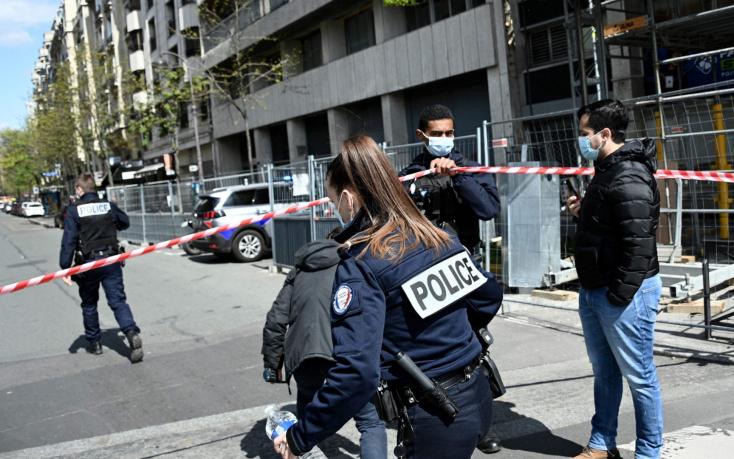 Lövöldözés volt egy párizsi kórháznál - a motoros támadó a már földön fekvő áldozatát többször fejbe lőtte