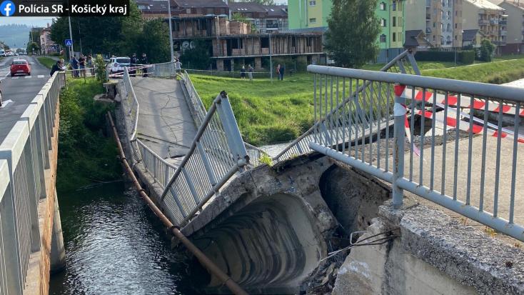 Beomlott egy gyalogoshíd Spišská Nová Vesen, egy ember is tartózkodott rajta! – FOTÓK