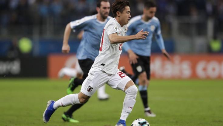 Japán támadóval erősít a Barcelona