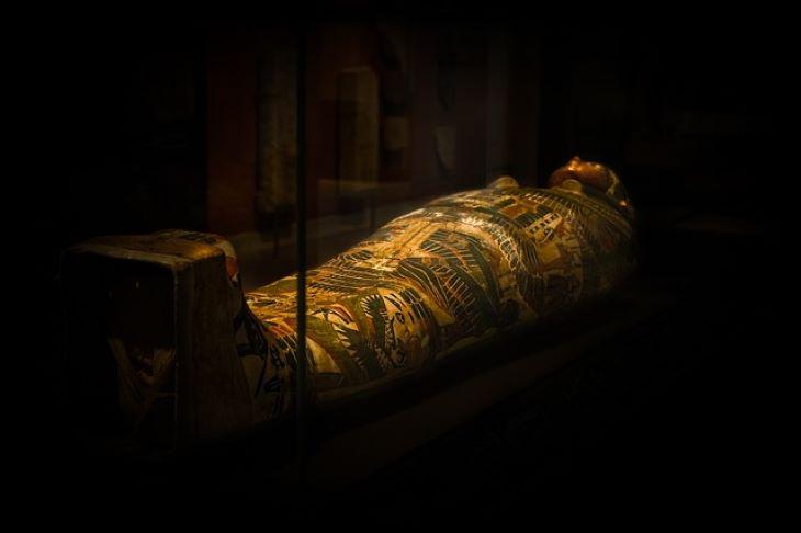 Egyiptomi fáraók múmiái vonulnak fel a hétvégén Kairóban