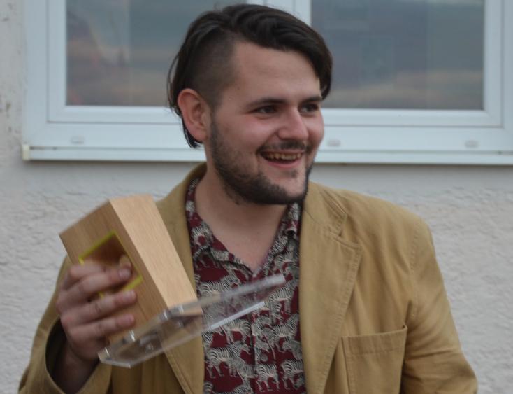 Díjat indított útjára az Irodalmi Szemle, Hizsnyai András lett az első díjazott