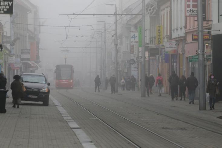 Hitvány egy idő vár ránk, még szerencse, hogy a köd miattalig látunk belőle valamit
