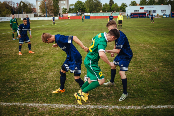 Kerületi focikalauz: Czuczor Attila Nagymegyeren, Zsákovics Tibor Egyházkarcsán - edzőcserék futószalagon