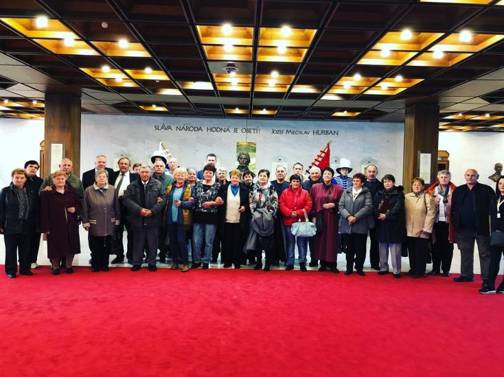 Hodosi nyugdíjasok dalolva ünnepelték a parlamentben az új himnusztörvényt