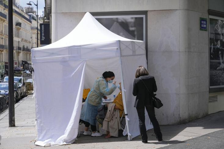 Ötszáz százalékkal nőtt meg az új fertőzöttek száma Hollandiában, bocsánatot kért a miniszterelnök
