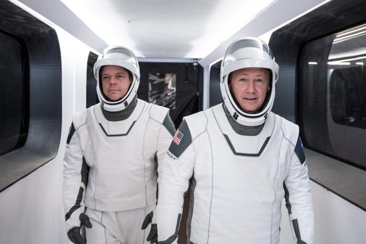 Eljött az idő: Elon Musk cége embert küld az űrbe