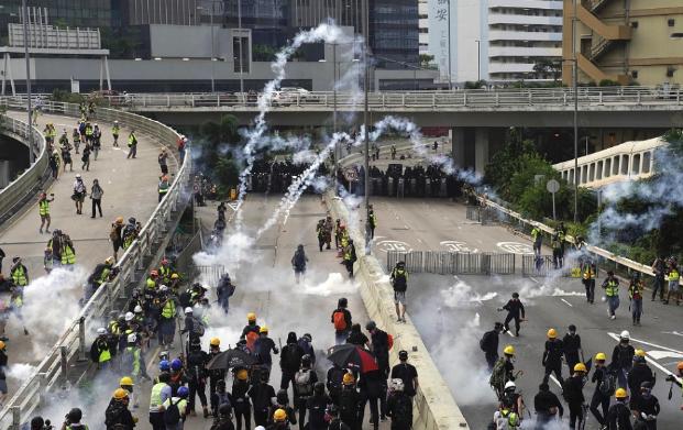 Hongkongi tüntetések - 65 tüntetőt vettek őrizetbe a hétvégén, a legfiatalabb 12 éves