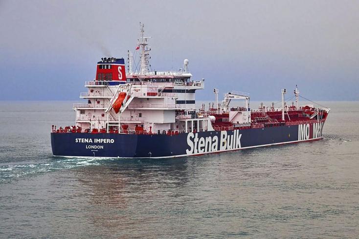 Egy romboló igyekszik erősíteni a brit pozíciót Iránnal szemben