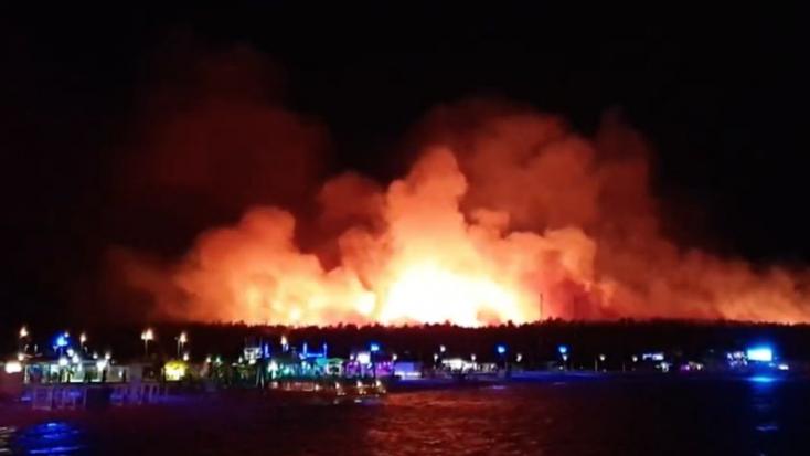 Óriási tűz pusztított a népszerű horvátországi üdülőhelyen, több mint 10 ezer embert evakuáltak!