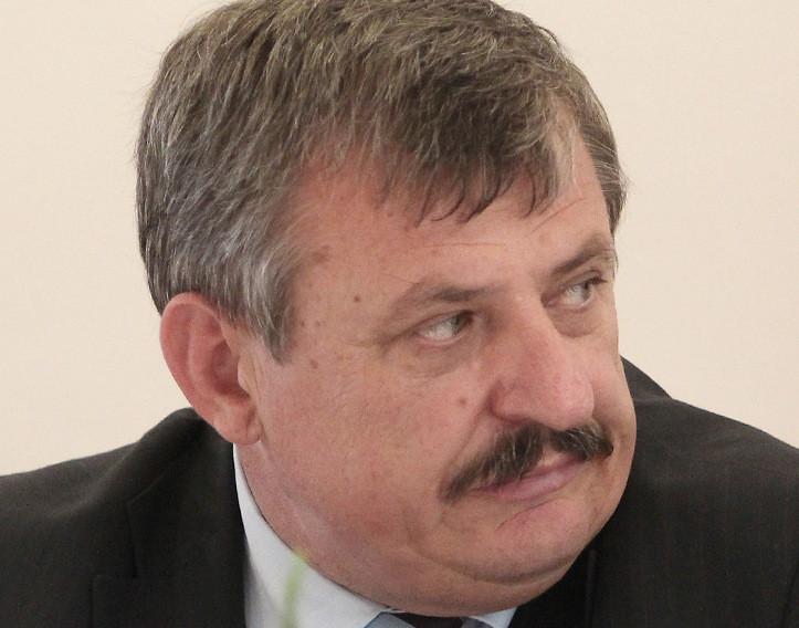 Hrnko agyilag ott tart, hogy egy szlovák parancsnok szavára akár a kútba is vetné magát