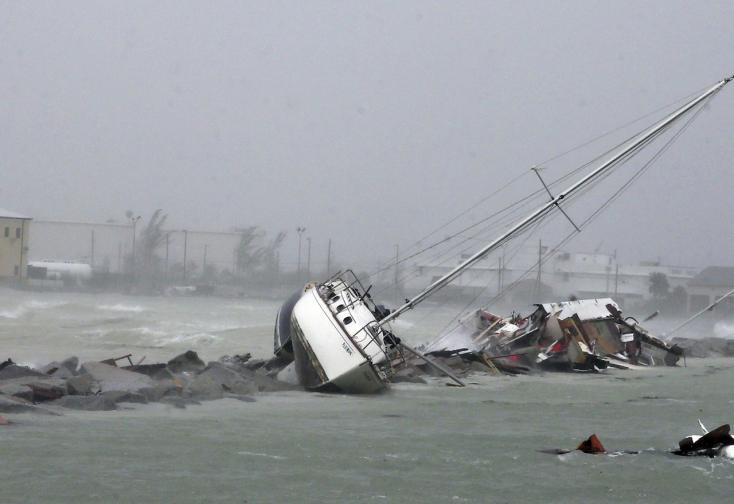 Irma gyengül, a floridaiak visszatérnek otthonaikba