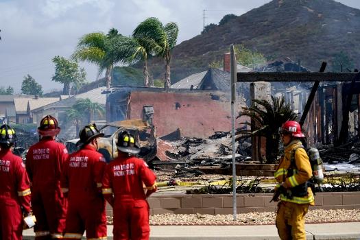 Lakóházakra zuhant egy kisrepülő Dél-Kaliforniában