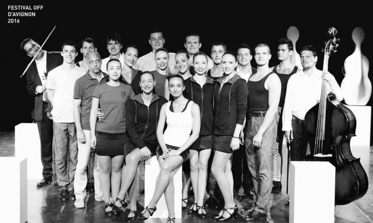 Az Ifjú Szivek Táncszínház társulata Avignonban