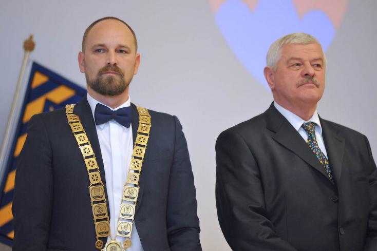 Mikuš megvédte, Viskupič viszont simán kirúgta a sumákoló iskolaigazgatót!