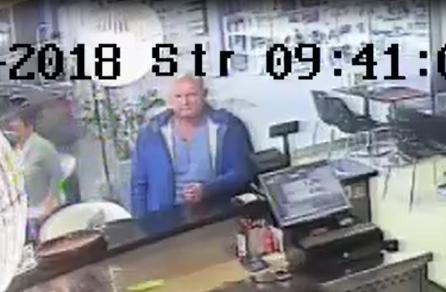 Zsebre vágta a dunaszerdahelyi bankautomatában felejtett pénzt a képen látható férfi – segítsen megtalálni!