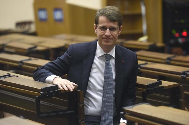 Egymillió euróval járó díjat kapott a vakság gyógyításán dolgozó magyar kutató