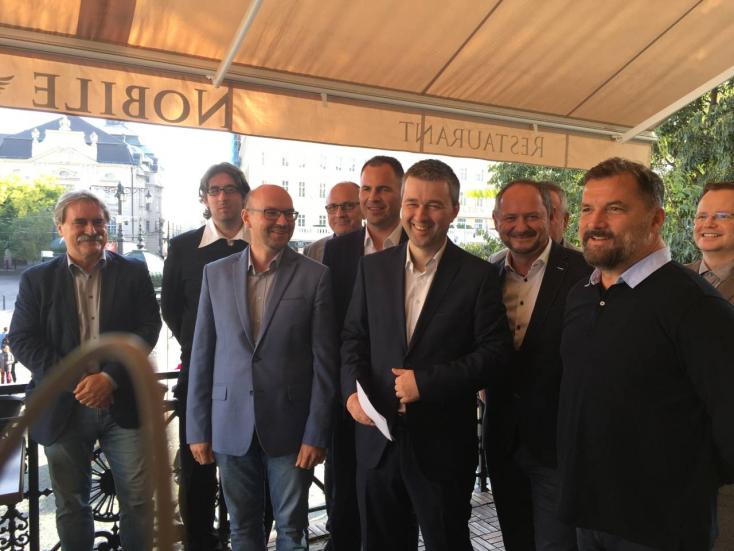 Tovább egyeztetnek a Hídon kívüli magyar pártok, közben Bugár Menyhárttal tárgyalt