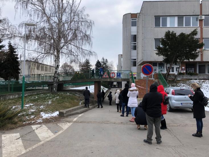 Hétfőtől csak online bejelentkezés után lehet részt venni antigéntesztelésen a dunaszerdahelyi kórháznál