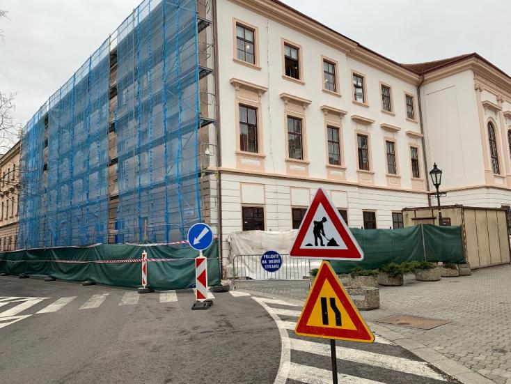 Folytatódik a komáromi megyeháza felújítása