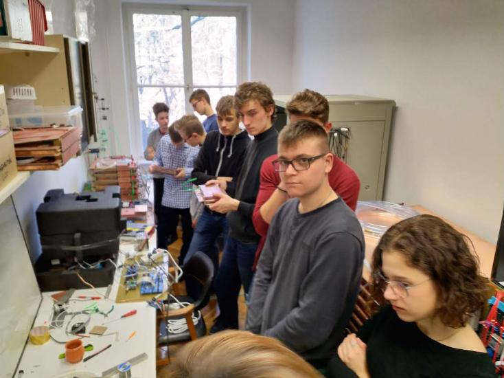 Mikrorészecskéktől az exbolygókig – kutató diákok adunaszerdahelyi magángimiben