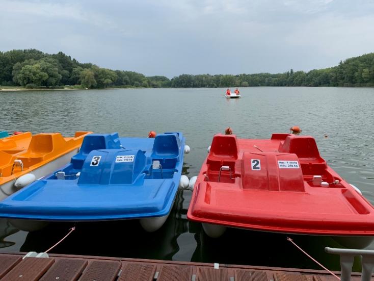 Átadták Komáromban a csónak- és vizibiciklikölcsönzőt